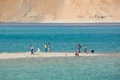 Tourist am Pangong See in Ladakh, Indien Lizenzfreie Stockbilder