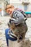 Tourist Plowdiw mit einer Katze Lizenzfreie Stockfotos