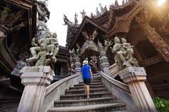 Tourist reist innerhalb des Schongebiets der Wahrheit lizenzfreies stockfoto