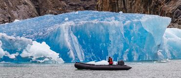 Free Tourist Sailing In A Boat By Iceberg In Fjord Stock Photo - 188651430