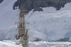 Tourist sailing ship on a background of mountains and glaciers o Royalty Free Stock Photo