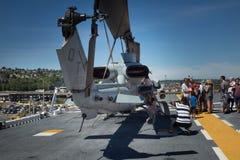 Tourist Seattles Seafair auf dem USS-Boxer Stockfotos