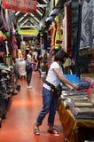 Tourist shopping at Chatuchak weekend market in Bangkok, Thailan Stock Photography