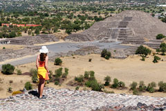Tourist touring Teotihuacan ruins in Mexico Royalty Free Stock Photos