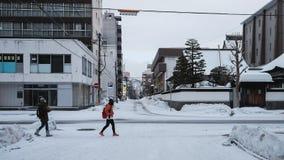 Touriste asiatique dans le festival de neige chez le Hokkaido photos stock
