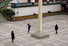 Touriste au monastère de Ralang image libre de droits