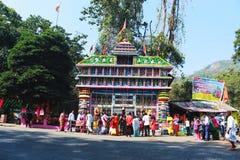 Touriste au temple de dwarsuni pour le workship images libres de droits