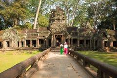 Touriste dans le temple de Prohm de ventres image libre de droits