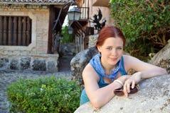 Touriste de fille dans la vieille ville Photographie stock libre de droits