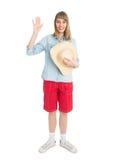 Touriste drôle de femme avec le chapeau de paille dans des shorts rouges Photographie stock libre de droits