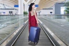 Touriste indien avec le sac dans l'aéroport Photo libre de droits