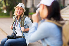 Touriste posant pour la photo Photographie stock