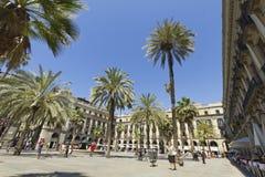 Touriste sur la plaza vraie à Barcelone, Espagne Photos libres de droits