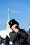 Touriste sur le grand dos rouge à Moscou Photo libre de droits