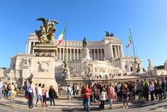 Touristen am Altar des Vaterlands, Rom Stockfoto