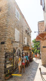 Touristen in altem Budva, Montenegro Lizenzfreies Stockfoto