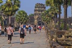 Touristen in Angkor Wat Cambodia stockfotografie