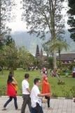Touristen auf Bedugul Bali Stockbild