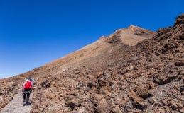 Touristen auf Berg Teide, Teneriffa, Kanarische Inseln, Spanien stockfotografie