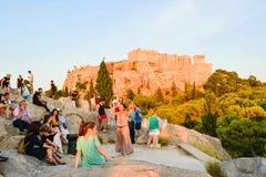 Touristen auf dem Areopagus-Hügel Stockfoto