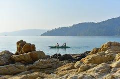 Touristen auf dem Kanu in Lipe-Insel Lizenzfreie Stockbilder