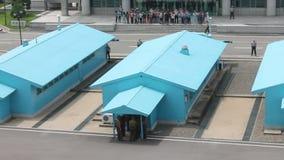 Touristen auf der Grenze von Nordkorea und Süd stock video
