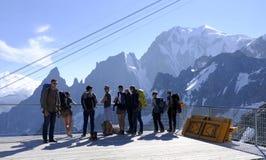 Touristen auf der panoramischen Terrasse Skyway Monte Bianco auf der italienischen Seite von Mont Blanc Italien stockfoto