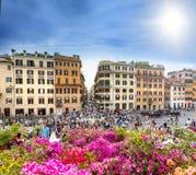 Touristen auf der Piazza von Spanien in Rom stockfoto