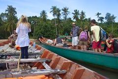 Touristen auf einem Boot Stockbild