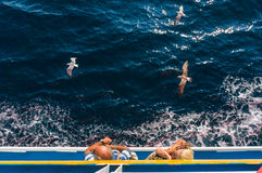 Touristen auf einem Kreuzschiff Stockfotografie