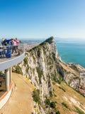Touristen auf oberen Felsen Lizenzfreies Stockbild