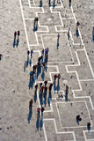 Touristen auf Quadratzufuhrtauben San-Marco Lizenzfreies Stockbild