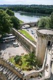 Touristen auf Wand von Palais DES Papes in Avignon stockbilder