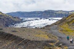 Touristen auf Weg zu Solheimajokull-Gletscher Stockfotografie