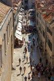Touristen beim Stradun in Dubrovnik Stockbild