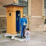 Touristen besuchen und fotografieren den Schutz der Ehre lizenzfreie stockbilder