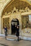 Touristen betreten den Diwan Stockbilder