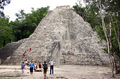 Touristen in Coba (Mexiko) Lizenzfreie Stockfotos