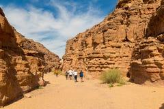Touristen in der bunten Schlucht, Sinai-Wüste, Ägypten Stockfoto