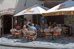 Touristen in der Gaststätte Lizenzfreie Stockfotografie