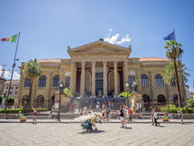 Touristen in der Piazza, Palermo, Italien lizenzfreies stockbild