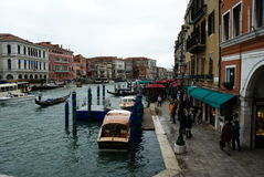 Touristen an der Pizzeria in Venedig, Italien Lizenzfreie Stockbilder
