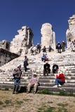 Touristen, die Apollo-Tempel, Didim, die Türkei besuchen Lizenzfreies Stockbild