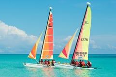 Touristen, die in Cayo Santa Maria in Kuba segeln Stockfotos