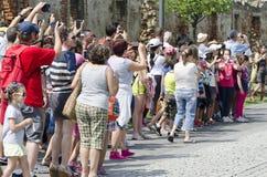 Touristen, die den Schutz aufpassen, in Alba Iulia, Rumänien zu ändern Stockfotografie