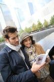 Touristen, die Denkmal vom 11. September besuchen Lizenzfreies Stockfoto