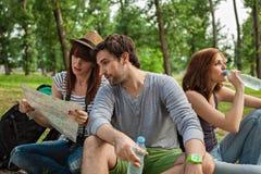 Touristen, die eine Pause machen Stockfotos