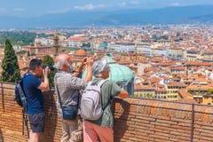 Touristen, die Foto in Florenz, Italien machen Stockbild