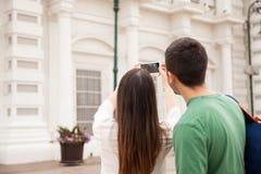 Touristen, die Fotos auf einer Reise machen Lizenzfreie Stockfotos