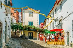 Touristen, die Major Attractions Downtown Lisboa City besuchen lizenzfreie stockfotos
